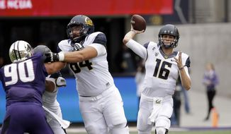 California quarterback Jared Goff (16) drops back to pass against Washington in the first half an NCAA college football game Saturday, Sept. 26, 2015, in Seattle. (AP Photo/Elaine Thompson)