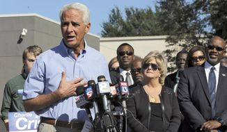 Former Republican Florida Gov. Charlie Crist announces that he is running for the U.S. Congress during a news conference Tuesday, Oct. 20, 2015, in St. Petersburg, Fla. Crist hopes new congressional districts ordered by the Florida Supreme Court will give him a good chance to win. (AP Photo/Chris O'Meara)