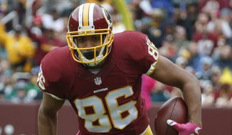 Washington Redskins tight end Jordan Reed (86) carries the ball during the first half of an NFL football game against the Philadelphia Eagles in Landover, Md., Sunday, Oct. 4, 2015. (AP Photo/Alex Brandon)
