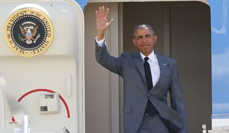 U.S. President Barack Obama waves to the media upon arrival Tuesday, Nov. 17, 2015 at the Ninoy Aquino International Airport at suburban Pasay city, south of Manila, Philippines, as he arrives for the APEC summit. (AP Photo/Bullit Marquez)