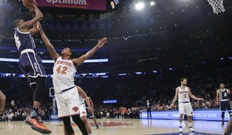 Oklahoma City Thunder's Kevin Durant (35) shoots over New York Knicks' Lance Thomas (42) during the first half of an NBA basketball game Tuesday, Jan. 26, 2016, in New York. (AP Photo/Frank Franklin II)