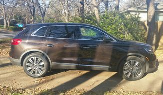 In this Lincoln MKX 2016 offering, Lincoln has not only given the MKX and entirely new look, but also add in plush, roomy and quiet. Even better, you get a turbocharged engine and a comfortable ride with adaptive suspension dampers that are new this year too. (Photo by Rita Cook).