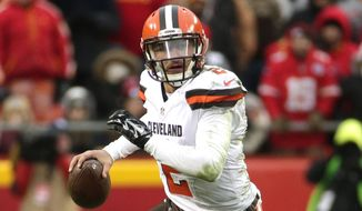 Cleveland Browns quarterback Johnny Manziel (2) scrambles with the ball during the second half of an NFL football game against the Kansas City Chiefs in Kansas City, Mo., Sunday, Dec. 27, 2015. (AP Photo/Charlie Riedel)