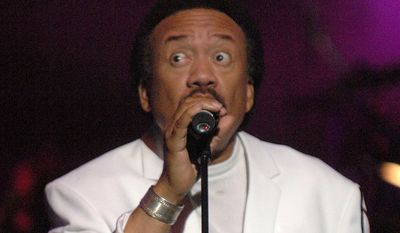 """Maurice White performs at the Earth, Wind & Fire """"Grammy Jam"""" event at The Wiltern LG in Los Angeles on Dec. 11, 2004. (Associated Press)"""