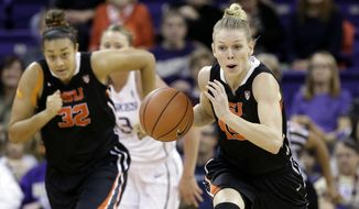 Oregon State's Jamie Weisner, right, is trailed by teammate Deven Hunter (32) and Washington's Katie Collier during the first half of an NCAA college basketball game Friday, Feb. 5, 2016, in Seattle. (AP Photo/Elaine Thompson)