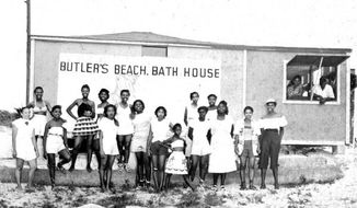 Visitors at Butler Beach on Anastasia Island, near St. Augustine, Florida, circa 1950s. (Photo:floridamemory.com)