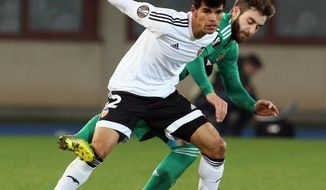 Valencia's Danilo, front, is challenged by SK Rapid Vienna's Thomas Petsos during the Europa League soccer match between SK Rapid Vienna and Valencia CF in Vienna, Austria, Thursday, Feb. 25, 2016.  (AP Photo/Ronald Zak)