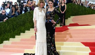 """Anna Wintour, left, and Bee Shaffer arrive at The Metropolitan Museum of Art Costume Institute Benefit Gala, celebrating the opening of """"Manus x Machina: Fashion in an Age of Technology"""" on Monday, May 2, 2016, in New York. (Photo by Charles Sykes/Invision/AP)"""