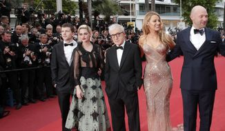 From left, actor Jesse Eisenberg, actress Kristen Stewart, director Woody Allen, actress Blake Lively and actor Corey Stoll arrive on the red carpet for the screening of the film Cafe Society and the Opening Ceremony at the 69th international film festival, Cannes, southern France, Wednesday, May 11, 2016. (AP Photo/Thibault Camus)