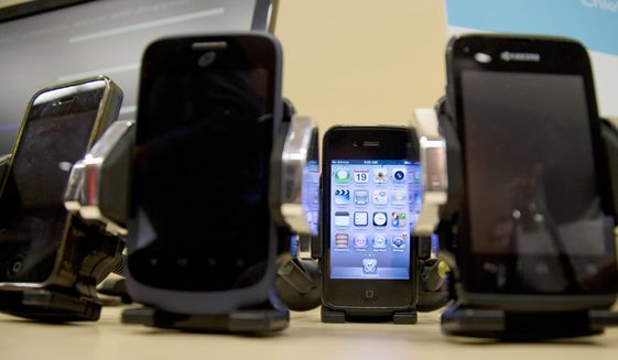 Border agents searching cellphones and other electronics without warrants has raised privacy concerns among civil liberties groups and privacy advocates. (AP Photo/Carolyn Kaster)