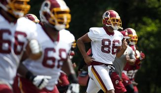 Washington Redskins tight end Jordan Reed (86) and others, jog during practice at the team's NFL football training facility at Redskins Park, Wednesday, June 1, 2016 in Ashburn, Va. (AP Photo/Alex Brandon)