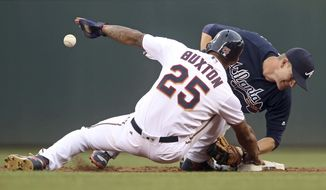 Atlanta Braves second baseman Gordon Beckham right, loses the ball as he attempts to tag Minnesota Twins' Byron Buxton off the base as Buxton returned to second after advancing on a single by Eduardo Nunez during the third inning of a baseball game Tuesday, July 26, 2016, in Minneapolis. (AP Photo/Jim Mone)