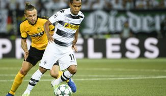 Moenchengladbach's Raffael, right, in action with Young Boys' Yoric Ravet, left, during their Champions League playoff first leg soccer match between Switzerland's BSC Young Boys and Germany's Borussia Moenchengladbach at the Stade de Suisse stadium in Bern, Switzerland, on Tuesday, Aug. 16, 2016. (Manuel  Lopez/Keystone via AP)