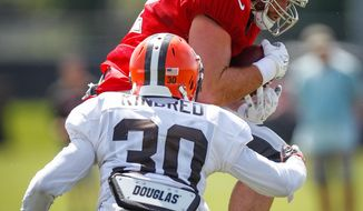 Tampa Bay Buccaneers tight end Brandon Myers (82) makes a catch as Cleveland Browns' Derrick Kindred (30) defends during a joint practice at One Buc Place in Tampa, Fla., Tuesday, Aug. 23, 2016. (Loren Elliott/The Tampa Bay Times via AP)