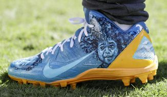Pittsburgh Steelers wide receiver Antonio Brown (84) cleat prior to the NFL football game against the Philadelphia Eagles, Sunday, Sept. 25, 2016, in Philadelphia. The Eagles won 34-3. (AP Photo/Chris Szagola)