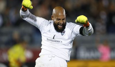 Colorado Rapids goalkeeper Tim Howard reacts as time runs out in the second half of an MLS soccer game  against the San Jose Earthquakes, Thursday, Oct. 13, 2016, in Commerce City, Colo.  (AP Photo/David Zalubowski)