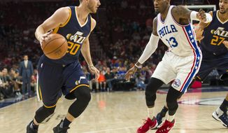 Utah Jazz's Gordon Hayward, left, makes his move on Philadelphia 76ers' Robert Covington, right, during the first half of an NBA basketball game, Monday, Nov. 7, 2016, in Philadelphia. (AP Photo/Chris Szagola)