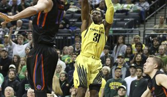 Boise State's Zach Haney, left, defends as Oregon's Dylan Ennis shots a three point shot during the first half an NCAA college basketball game, Monday, Nov. 28, 2016, in Eugene, Ore. (AP Photo/Chris Pietsch)