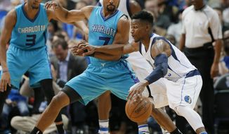 Charlotte Hornets guard Ramon Sessions (7) defends as Dallas Mavericks guard Jonathan Gibson, right, looks for an opportunity to the basket in the first half of an NBA basketball game, Monday, Dec. 5, 2016, in Dallas. (AP Photo/Tony Gutierrez)
