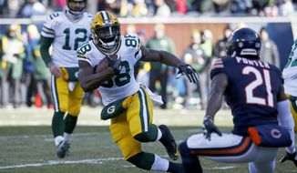 Green Bay Packers running back Ty Montgomery (88) runs to the end zone for a touchdown against the Chicago Bears during the first half of an NFL football game, Sunday, Dec. 18, 2016, in Chicago. (AP Photo/Nam Y. Huh)