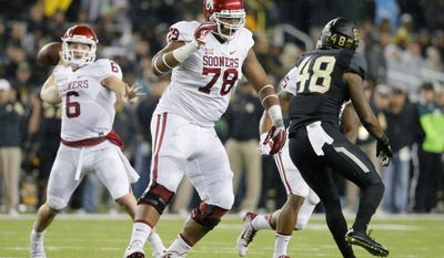 """FILE - In this Nov. 14, 2015, file photo, Oklahoma offensive tackle Orlando Brown (78) keeps Baylor's Travon Blanchard (48) away from quarterback Baker Mayfield during an NCAA college football game in Waco, Texas. Orlando """"Zeus"""" Brown Jr. is a second team All-American who hasn't allowed a sack all season. The son of former NFL lineman Orlando Brown will be tested when the seventh-ranked Sooners face No. 17 Auburn in the Sugar Bowl on Jan. 2. (AP Photo/Tony Gutierrez, File)"""