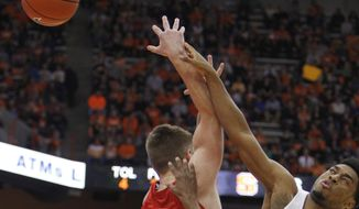 Syracuse's John Gillon, right, and Cornell's Josh Warren, left, battle for a loose ball in the first half of an NCAA college basketball game in Syracuse, N.Y., Tuesday, Dec. 27, 2016. (AP Photo/Nick Lisi)