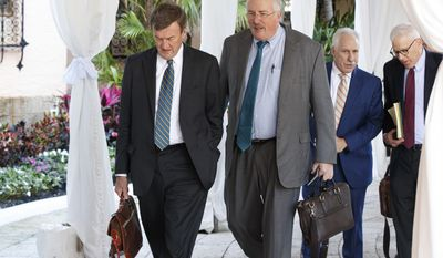 From left, Mayo Clinic CEO John Noseworthy, Partners HealthCare CEO and President Dr. David Torchiana, Johns Hopkins Medicine CEO Dr. Paul Rothman, and Carlyle Group co-founder and co-CEO David Rubenstein arrive at Mar-a-Lago for meetings with President-elect Donald Trump and his transition team, Wednesday, Dec. 28, 2016, in Palm Beach, Fla. (AP Photo/Evan Vucci)