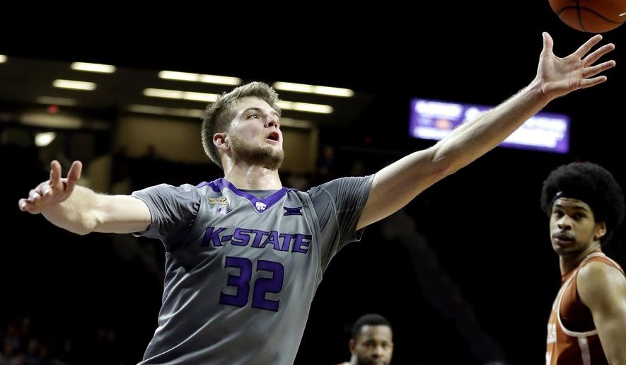 Kansas State's Dean Wade chases down a loose ball during ...