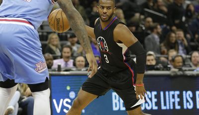 Sacramento Kings forward DeMarcus Cousins, left, guards Los Angeles Clippers guard Chris Paul during the first half of an NBA basketball game Friday, Jan. 6, 2017, in Sacramento, Calif.(AP Photo/Rich Pedroncelli)