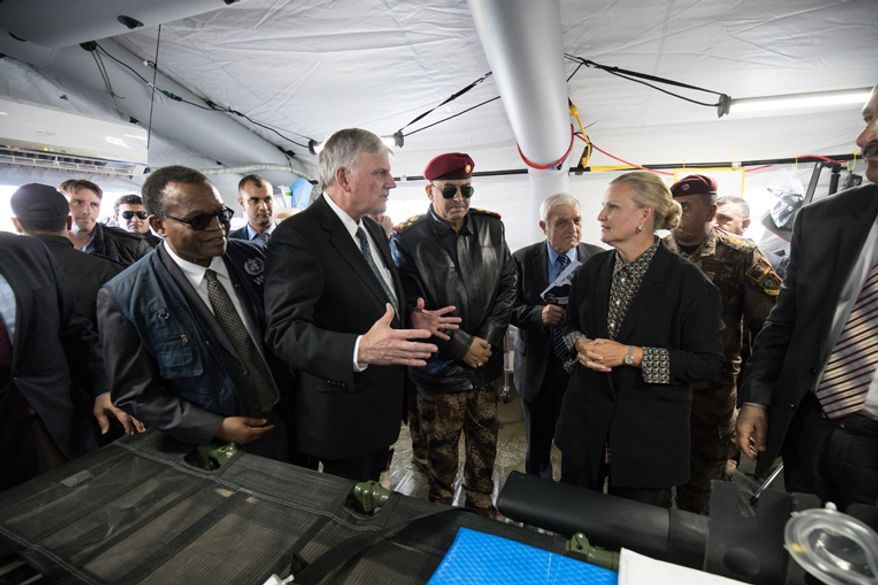 Franklin Graham speaks with dignitaries, including U.N. Humanitarian Coordinator for Iraq Lisa Grande, at the Samaritan's Purse field hospital on the Plains of Nineveh in Iraq. Image courtesy of Samaritan's Purse.