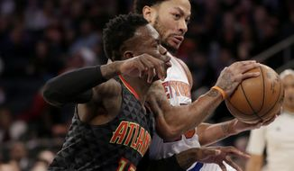 New York Knicks' Derrick Rose, right, pushes past Atlanta Hawks' Dennis Schroder during the first half of the NBA basketball game, Monday, Jan. 16, 2017 in New York. (AP Photo/Seth Wenig)