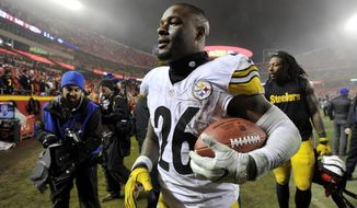 Pittsburgh Steelers running back Le'Veon Bell walks off the field after an NFL divisional playoff football game against the Kansas City Chiefs on Sunday, Jan. 15, 2017, in Kansas City, Mo. The Steelers won 18-16. (AP Photo/Ed Zurga)