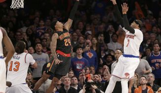 New York Knicks' Carmelo Anthony, right, tries to sink the go-ahead basket over Atlanta Hawks' Kent Bazemore during the final seconds of the NBA basketball game, Monday, Jan. 16, 2017 in New York. Anthony missed the shot and the Hawks defeated the Knicks 108-107. (AP Photo/Seth Wenig)