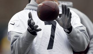 Pittsburgh Steelers quarterback Ben Roethlisberger catches a ball during NFL football practice, Wednesday, Jan. 18, 2017, in Pittsburgh. The Steelers face the New England Patriots in the AFC Championship on Sunday in Foxborough, Mass. (AP Photo/Keith Srakocic)