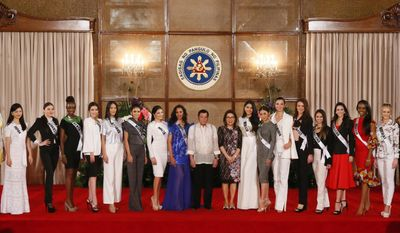 Philippine President Rodrigo Duterte, center, and Tourism Secretary Wanda Teo pose with Miss Universe contestants during their courtesy call at Malacanang Palace Monday, Jan. 23, 2017 in Manila, Philippines. Eighty-six candidate are vying for the title in the grand coronation Jan. 30 to succeed Pia Wurtzbach of the Philippines. (AP Photo/Bullit Marquez)