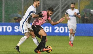 Inter Milan's Mauro Icardi, left, and Palermo's Giuseppe Pezzella vie for the ball during a Serie A soccer match between Palermo and Inter Milan, at the Renzo Barbera stadium in Palermo, souther Italy, Sunday, Jan. 22, 2017. (Mike Palazzotto/ANSA via AP)