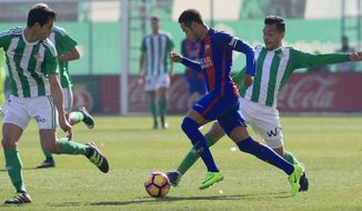 Barcelona's, Neymar, second right, and Betis' Petros, right, challenge for the ball during La Liga soccer match between Barcelona and Betis at the Benito Villamarin stadium, in Seville, Spain on Sunday, Jan. 29, 2017. (AP Photo/Miguel Morenatti)