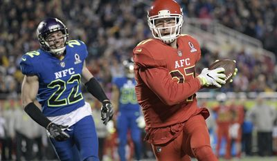 AFC tight end Travis Kelce (87), of the Kansas City Chiefs, runs into the enzone for a touchdown ahead of NFC free safety Harrison Smith (22), of the Minnesota Vikingsduring the first half of the NFL Pro Bowl football game Sunday, Jan. 29, 2017, in Orlando, Fla. (AP Photo/Phelan M Ebenhack)