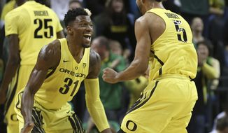 Oregon's Dylan Ennis, left, and Tyler Dorsey celebrate after the Ducks take the lead early over Arizona during the first half an NCAA college basketball game Saturday, Feb. 4, 2017, in Eugene, Ore. (AP Photo/Chris Pietsch)