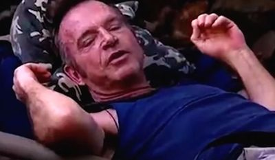 """Tom Arnold stars on the ITV reality television show """"I'm a Celebrity ... Get Me Out of Here!"""" (ITV screenshot)"""