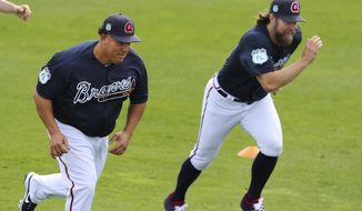 Atlanta Braves baseball pitchers Bartolo Colon, left, and R.A. Dickey race during a workout in Lake Buena Vista, Fla., Wednesday, Feb. 15, 2017 . (Curtis Compton/Atlanta Journal-Constitution via AP)
