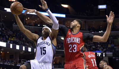 Memphis Grizzlies guard Vince Carter (15) shoots against New Orleans Pelicans forward Anthony Davis (23) in the second half of an NBA basketball game Wednesday, Feb. 15, 2017, in Memphis, Tenn. (AP Photo/Brandon Dill)