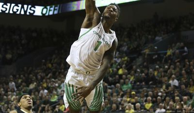 CORRECTS PLAYER AT CENTER TO JORDAN BELL, NOT GEORGE KING - Oregon's Jordan Bell dunks the ball in front of Colorado's George King during the first half of an NCAA college basketball game Saturday, Feb. 18, 2017, in Eugene, Ore. (AP Photo/Chris Pietsch)