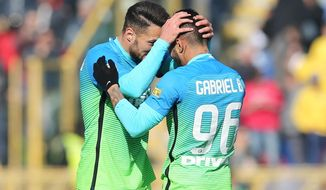 Inter Milan's Gabriel Barbosa, right, celebrates after scoring during a Serie A soccer match between Inter Milan and Bologna at the Bologna Dall'Ara stadium, Italy, Sunday, Feb. 19, 2017. (Giorgio Bnevenuti/ANSA via AP)