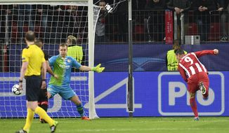Atletico's Fernando Torres, right, scores his side's fourth goal past Leverkusen goalkeeper Bernd Leno during the Champions League round of 16 first leg soccer match between Bayer Leverkusen and Atletico Madrid in Leverkusen, Germany, Tuesday, Feb. 21, 2017. (AP Photo/Martin Meissner)
