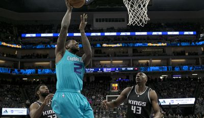 Charlotte Hornets forward Marvin Williams, center, shoots as Sacramento Kings' Tyreke Evans, left, and Anthony Tolliver, right, look on during the first half of an NBA basketball game Saturday, Feb. 25, 2017, in Sacramento, Calif. (AP Photo/Rich Pedroncelli)