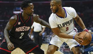 Los Angeles Clippers guard Chris Paul, right, holds the ball while defended by Houston Rockets guard Patrick Beverley during the first half of an NBA basketball game in Los Angeles, Wednesday, March 1, 2017. (AP Photo/Kelvin Kuo)