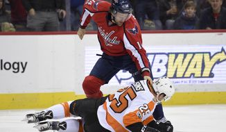 Washington Capitals right wing Justin Williams (14) battles with Philadelphia Flyers center Nick Cousins (25) during the first period of an NHL hockey game, Saturday, March 4, 2017, in Washington. (AP Photo/Nick Wass)