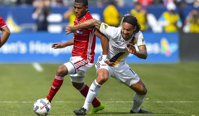 FC Dallas midfielder Carlos Gruezo, left, of Ecuador, and Los Angeles Galaxy midfielder Jermaine Jones, right, battle for the ball during an MLS soccer match, Saturday, March 4, 2017, in Carson, Calif. (AP Photo/Gus Ruelas)