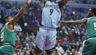 Memphis Grizzlies guard/forward Tony Allen, center, shoots between Chicago Bulls guard Rajon Rondo, left, and forward Bobby Portis during the first half of an NBA basketball game Wednesday, March 15, 2017, in Chicago. (AP Photo/Nam Y. Huh)